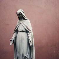 Christina Moreira, prêtre catholique