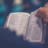 Une femme peut-elle être pasteure? Le débat